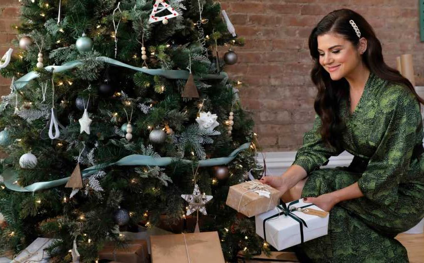 Exclusive: Tiffani Thiessen's Kid Knows Santa Isn't Real & She's Into It