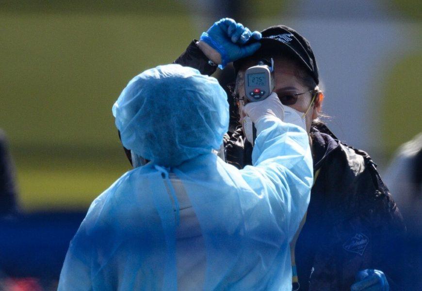 Japan at 'crossroads' on virus outbreak, expert warns