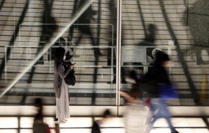 Japan PM Suga plans fresh emergency curbs amid surge in COVID cases