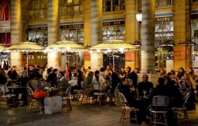 'Back to life' on cafe terraces still a tiny COVID risk: experts